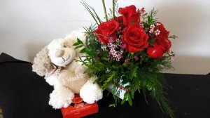 1 adorable bear with red roses